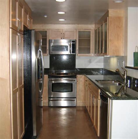 Narrow Galley Kitchen Floor Plans by Cocinas Galeras Para Espacios Reducidos Paperblog
