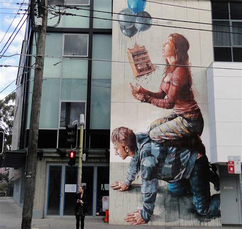 powerful street art  fintan magee scene