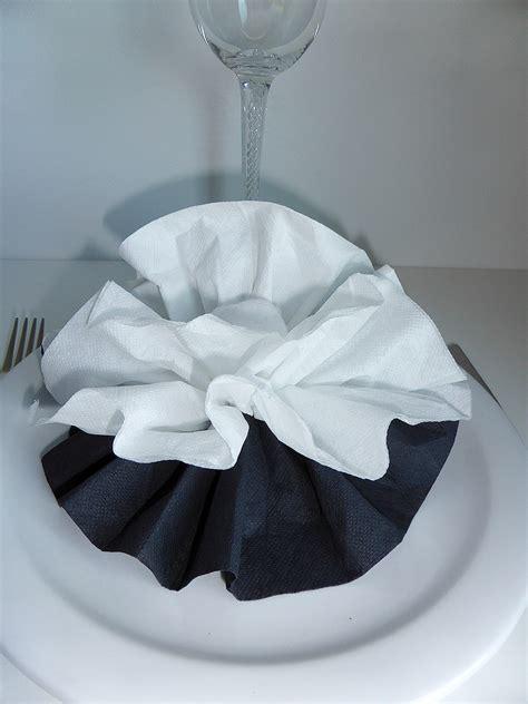 pliage de serviette de table en forme de fleur de pivoine r 233 aliser une pivoine avec une