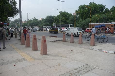 streetscaping  delhi roads architizer