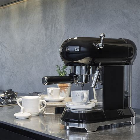 Although primarily an espresso coffee machine, it also comes with a filter for ese pods. Smeg Coffee Machine Green - Elektra Coffee Machine