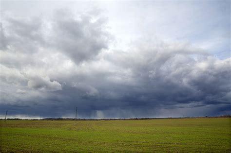 Meteorologs brīdina par iespējamu pērkona negaisa radītu ...