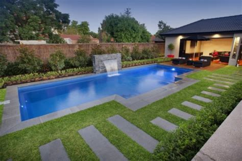 Relaxing Backyard Swimming Pool Designs