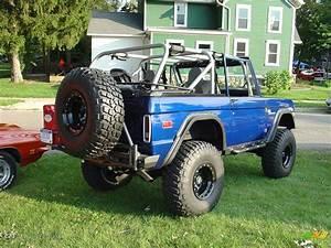 A very nicley restored 1st Gen. Ford Bronco | GTCarLot.com