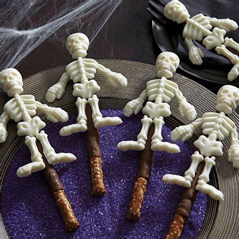 skeleton pretzel candy wilton treats bones mold halloween pretzels skeletons using cookies mummy covered food project master wlproj rods
