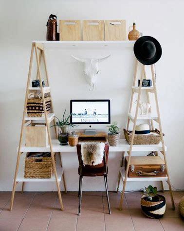 planche de bois pour bureau bureau à réaliser avec des échelles en bois deco cool