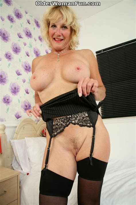 Year Old UK Milf Molly Maracas Spreads Her Mature Pussy