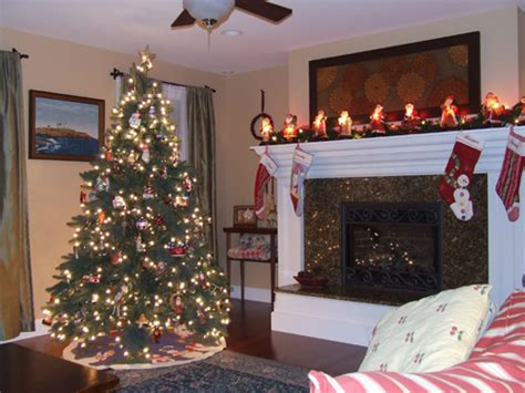 christmas decorations  fireplace mantel home