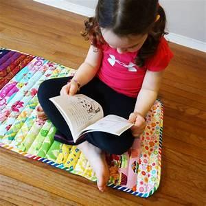 Un tuto en anglais pour coudre un tapis avec des chutes for Tapis enfant avec coudre un canapé en cuir