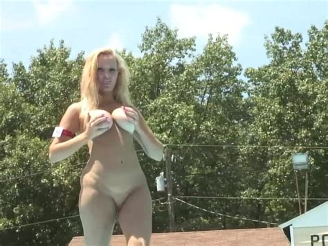 Showing Off Her Goods Dreamgirls Free Porn Videos