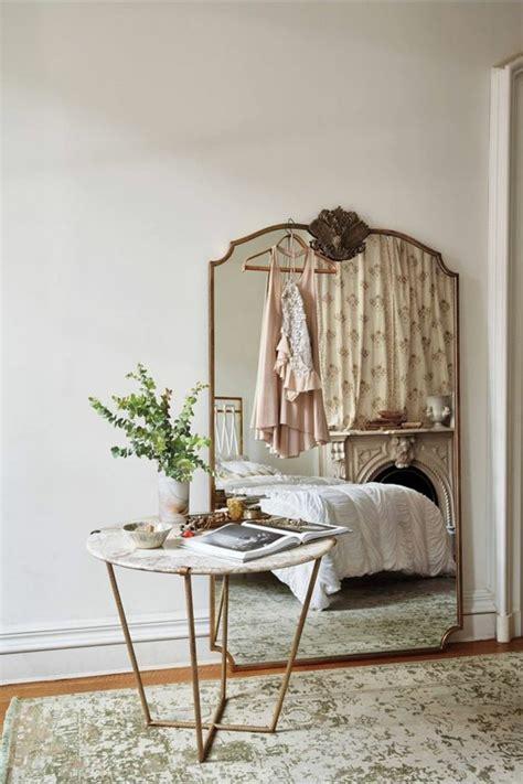 grand miroir chambre 76 idées avec un miroir grand format archzine fr