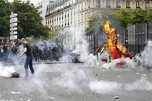 Violent clashes between protestors and police as strikes ...