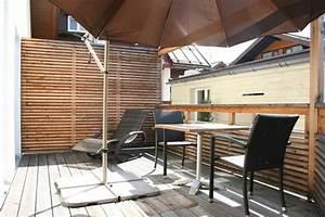 Sonnenschirm Aus Holz : holz sichtschutz zum nachbarn ~ Frokenaadalensverden.com Haus und Dekorationen