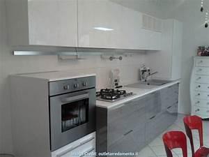 Elegante cucina 3 metri completa elettrodomestici indesit for Cucina completa prezzi