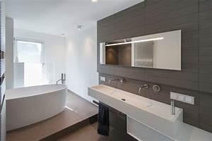 Badezimmer Grundriss Modern : bad mit freistehender badewanne modern badezimmer frankfurt am main von axel fr hlich gmbh ~ Eleganceandgraceweddings.com Haus und Dekorationen