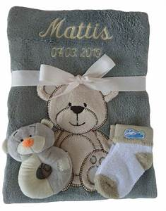 Babydecke Mit Namen Bestickt : babydecke mit namen bestickt mit babysocken und babyrassel ~ Watch28wear.com Haus und Dekorationen