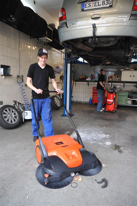 haaga sweeper product  people powered machines