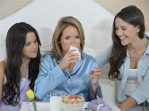 Katie Couric And Daughters Front New 'Got Milk' Campaign