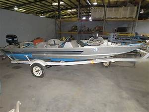 1982 Alumacraft Boat With 25 Hp Mercury  Runs