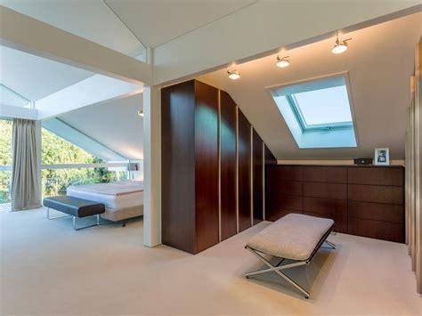 Begehbarer Kleiderschrank Im Schlafzimmer by Begehbarer Kleiderschrank Bei Dachschr 228 Ge Sch 214 Ner Wohnen
