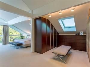 Schlafzimmer In Brauntönen : begehbarer kleiderschrank bei dachschr ge sch ner wohnen ~ Sanjose-hotels-ca.com Haus und Dekorationen
