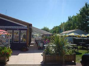 camping vendee restaurant camping le grand jardin With camping en france avec piscine couverte 15 camping puy de dame location mobil homes emplacements