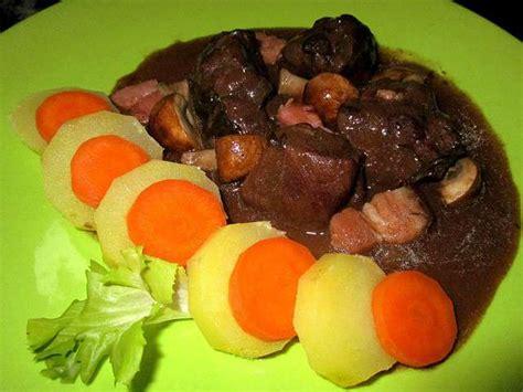 cuisiner le sanglier en daube recettes de sanglier et pomme de terre