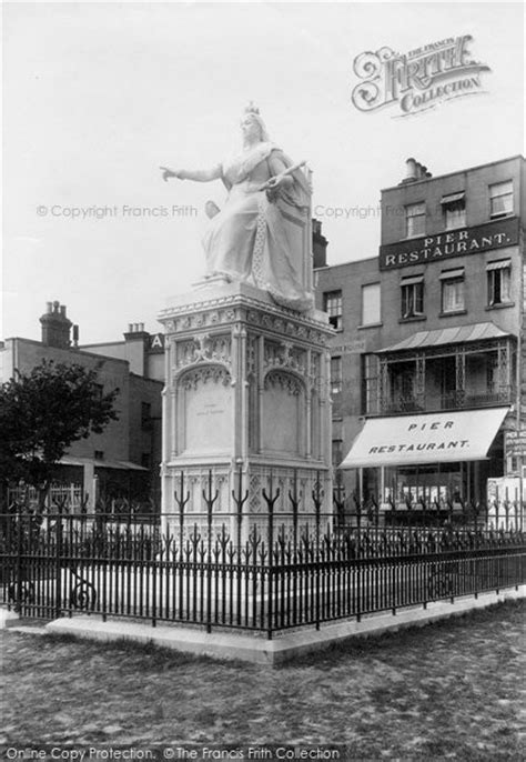 Southend On Sea, Statue Of Queen Victoria 1898 - Francis Frith