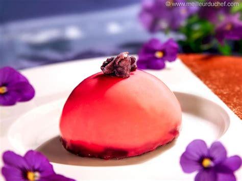 dome bavaroise chocolat blanc cremeux violette sur