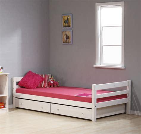 Single Bedroom Design Ideas  Bedroom Design Decorating Ideas