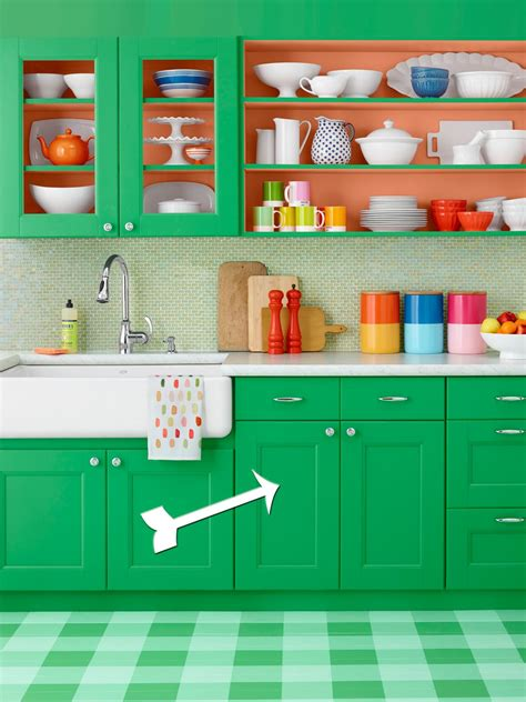 hgtv painting kitchen cabinets how to paint green kitchen cabinets hgtv 4192