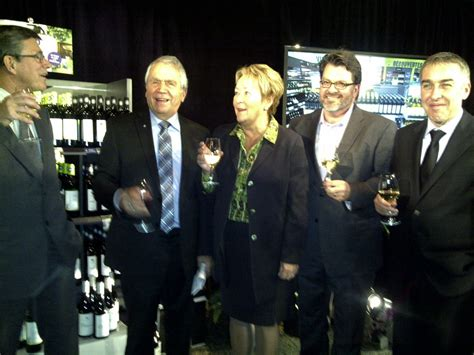 siege social saq le gouvernement appuie le développement viticole du québec