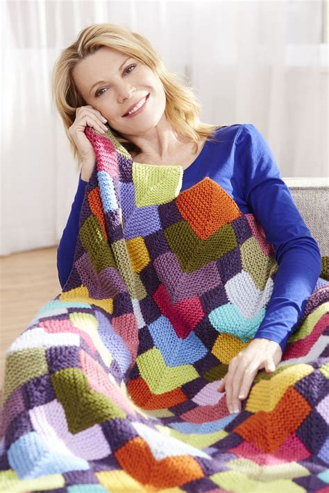stunning overlapping squares afghan  vannas