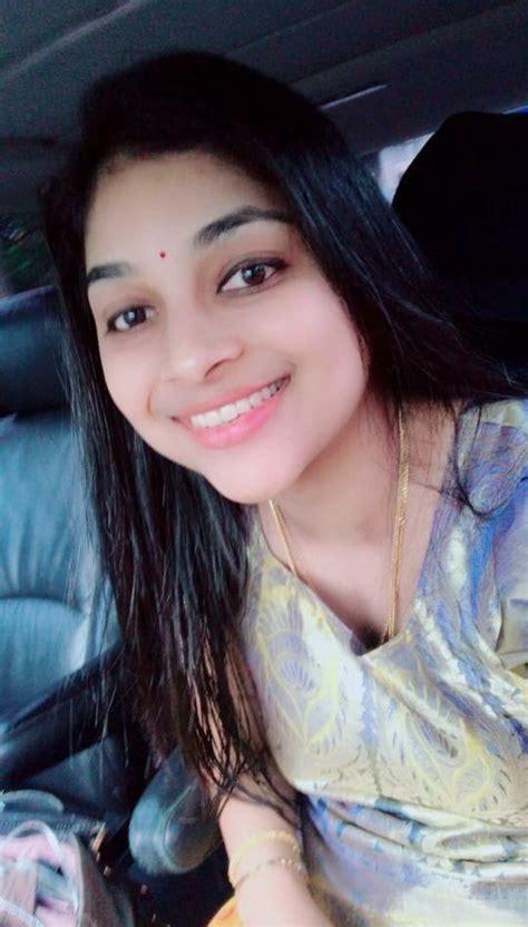 Beautiful Delhi girl nude video call with boyfriend - Desi ...