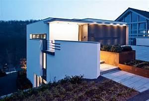 Haus Mit Tiefgarage : terrassenhaus am hang moderne einfamilienh user ~ Indierocktalk.com Haus und Dekorationen