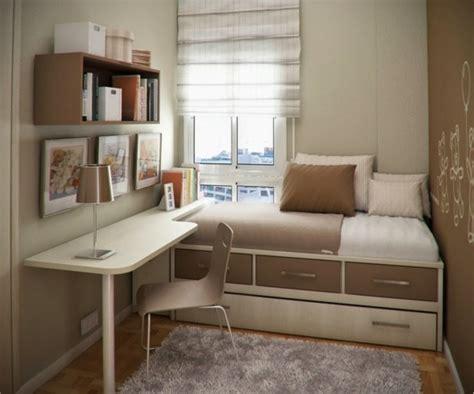 chaise de bureau mal de dos lit avec rangement idée créative pour les petits espaces