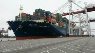 dunkerque un porte conteneurs gigantesque fait escale dans le port 3 nord pas de calais