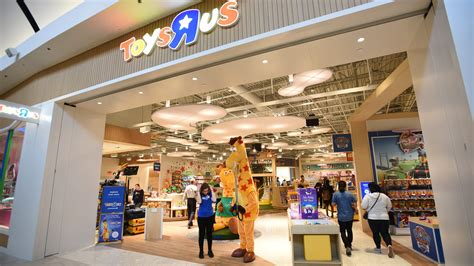 New Toys R Us First New Us Store Now Open In Garden
