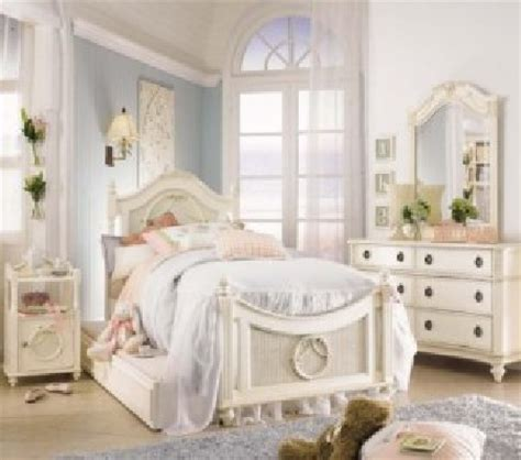 Decorating Ideas For A Feminine Bedroom by Pretty In Pink Decor Ideas For Ultra Feminine Bedroom