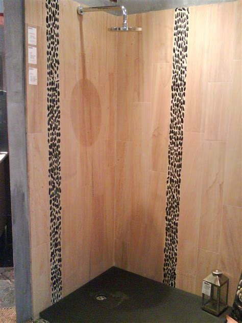 frise galet salle de bain frise en galets sur le mur de venez d 233 couvrir notre gamme de galets en frise sur http