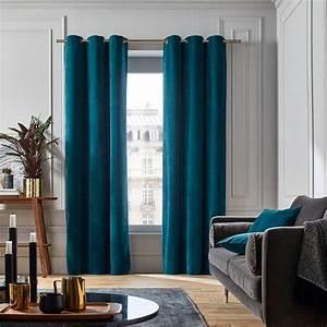 Rideaux Velours Bleu : une touche de bleu canard dans le salon joli place ~ Teatrodelosmanantiales.com Idées de Décoration