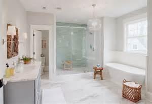 sea glass bathroom ideas 15 foto di bellissimi bagni con arredo tra classico e