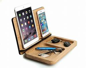 Docking Station Iphone 4 : mens gift ipad mini iphone 7 docking station personalized for him husband gift cell wooden ~ Markanthonyermac.com Haus und Dekorationen
