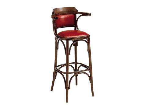 Sgabelli In Legno Per Pub by Sgabello Alto In Legno Curvato Per Pub E Bar Idfdesign