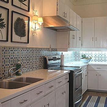 tile backsplash in kitchen beachy kitchen seaside kitchen design ideas 6121