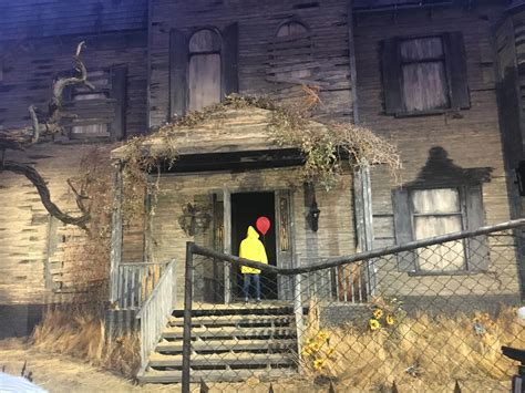 pennywise  clown  moved   haunted house
