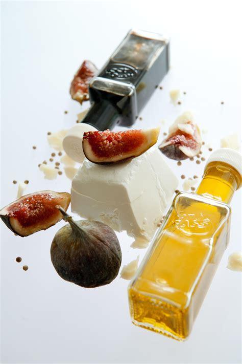 Lidojošie objekti. Vīģes un sieri, un pudelītes... Tur varētu lidot līdzi! | Bites and brews ...