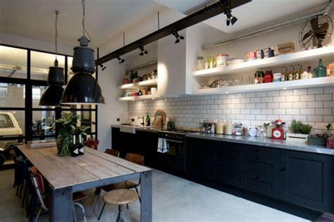cuisine style industriel loft loft aux touches très masculines à amsterdam vivons maison