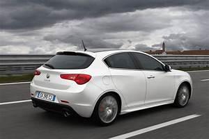 Alfa Romeo Giuletta : alfa romeo giulietta new details released autoevolution ~ Medecine-chirurgie-esthetiques.com Avis de Voitures