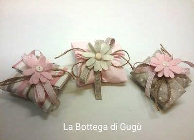 Le bomboniere sono in genere confezionate con sacchetti, tulle o. Come cucire sacchetti porta confetti per bomboniere - Tutorial   Bomboniere, Sacchetti per ...